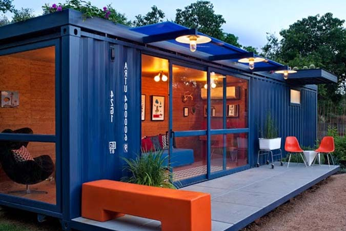 Casa en contenedor azul