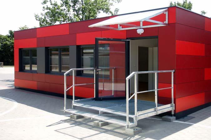 Oficina en contenedor maritimo roja